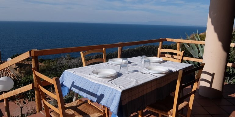 Lu-Ciuoni-cena-vista-mare