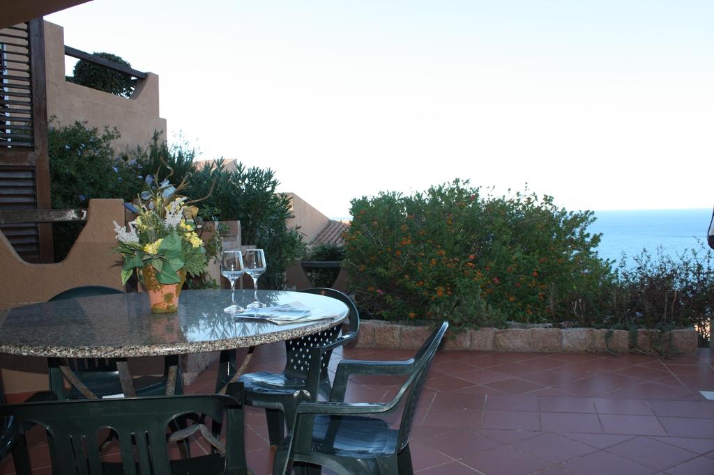 terrazzo vista mare e tavolo