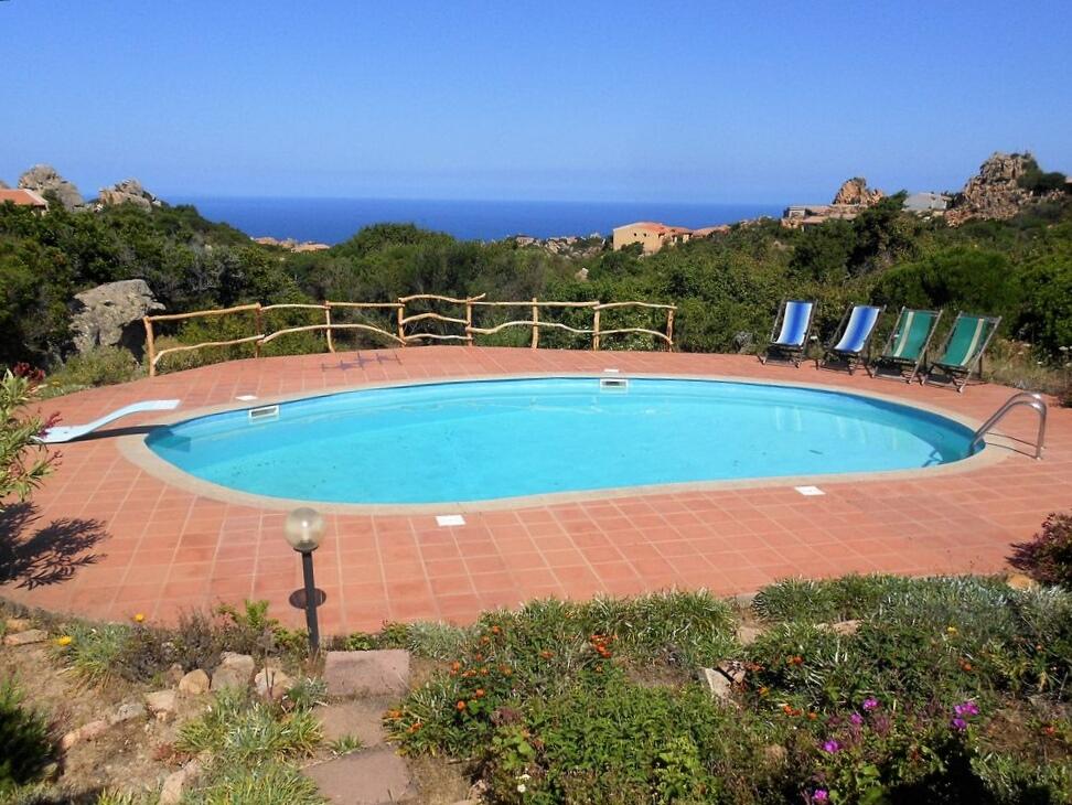 Casa di Bianca con giardino privato e piscina condivisa
