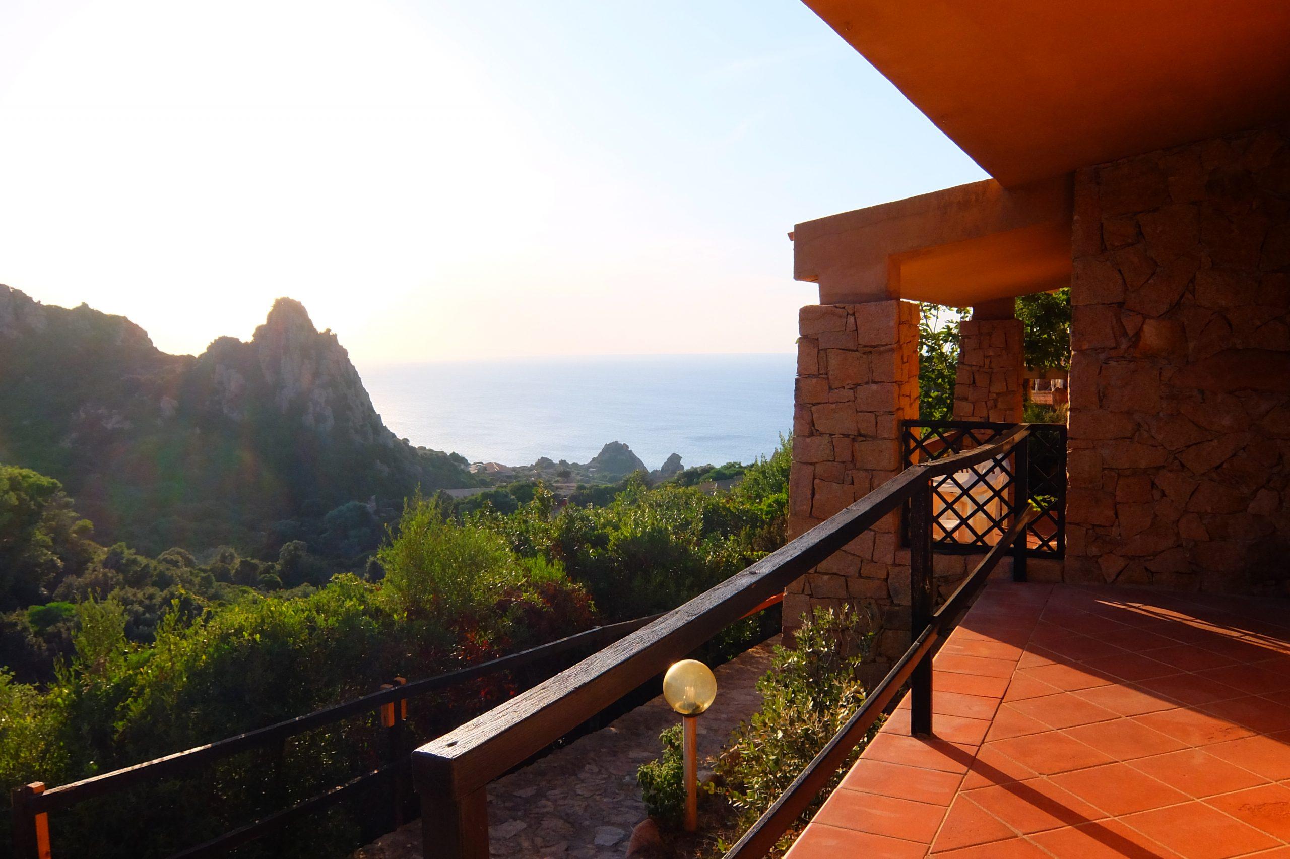 Casa Giovanna immersa nel verde con vista mare