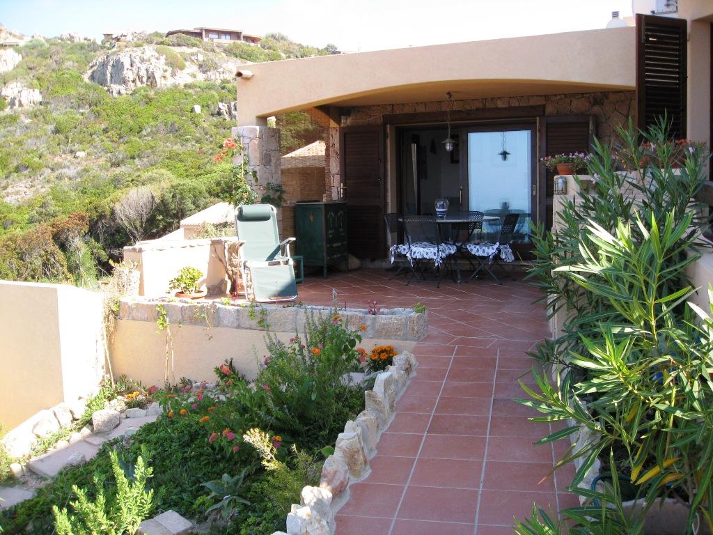 Ingresso e giardinetto