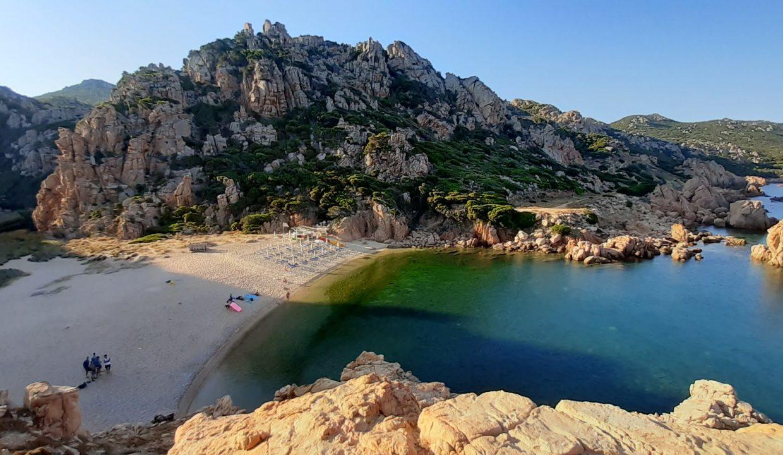 li-cossi-spiaggia-costa-paradiso-sardegna
